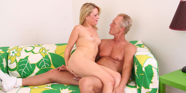 Nasty Blonde Sindee Jennings Gives A Sloppy Blow Job
